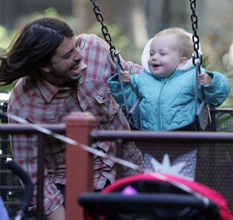 darlingdads:  Dave Grohl with daughter Violet.