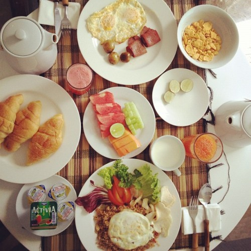 BIG breakfast (Taken with Instagram at Astana Batubelig Villa)