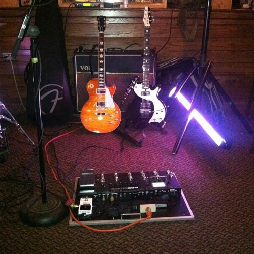 #applebees #rig #gear #gibson #lespaul #burst #esp #sambora #vox #amp #april5 #line6 #hd500 (Taken with instagram)