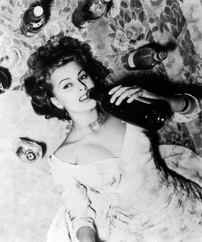 theniftyfifties:  Sophia Loren on the plonk.