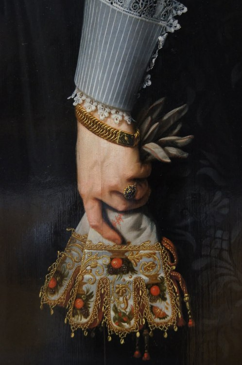 artdetails:  Portrait de femme âgée de 34 ans (Portrait of a Woman Aged 34 Years) by Nicolaes Eliaszoon Pickenoy, detail, 1634.