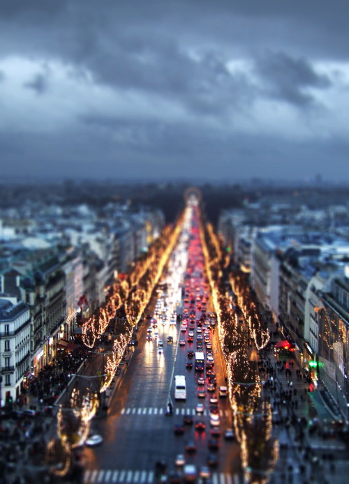 surferdude182:  (by Nabi Khatibi)  I miss Paris…
