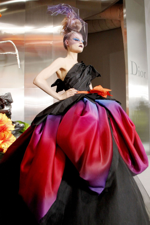 phe-nomenal:  Christian Dior Fall 2010 Couture