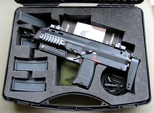 gunrunnerhell:  H&K MP7 (Note the low capacity magazines. I had thought these only came with a 40 round magazine. Some of my older MP7 posts mention what looks like an empty firearm, but now I see that it's actually the 20 round magazines sitting flush with the mag well.)
