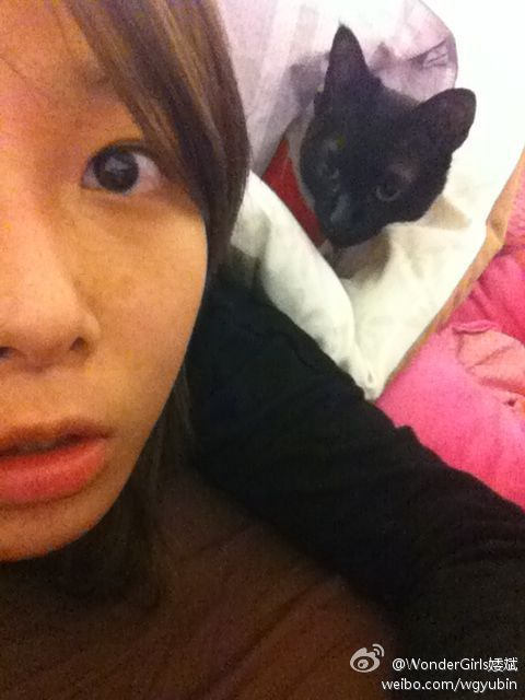 120406 Yoobin's weibo  Before go to sleep with Choco
