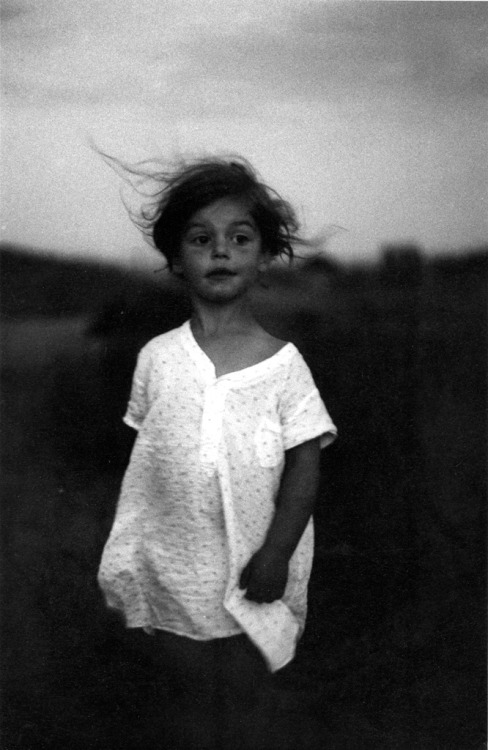 lapetitecole:  Diane Arbus Child in a nightgown, Wellfleet, Mass. 1957