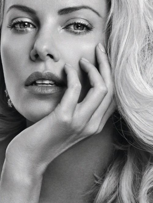 People who are Ridiculously GORGEOUS.  Charlize Theron: She is so perfect, she is not from this world.