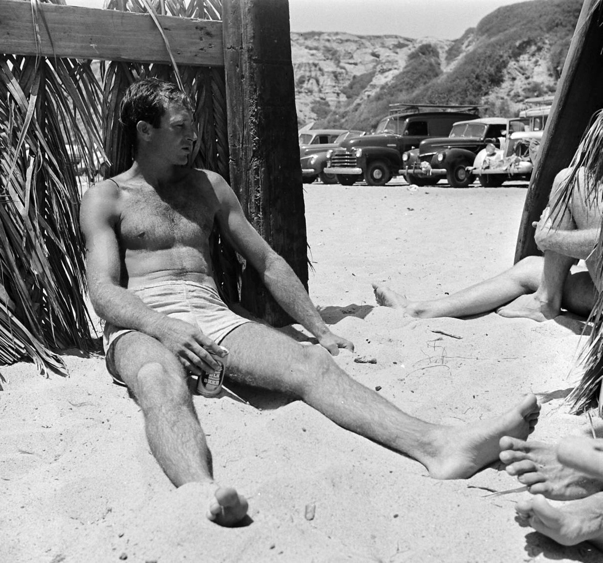 wehadfacesthen:  Gary Cooper at the beach, 1930s