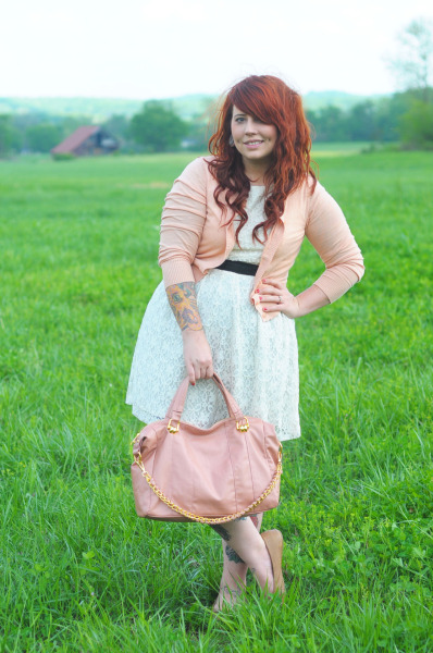 kaelahbee:  blushing bride… a new outfit post featuring wedding colors, worries, and our pretty pretty location.