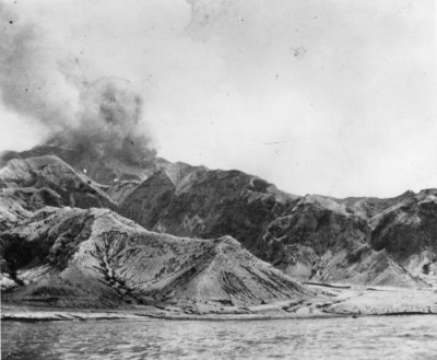 yochanah:  The worst volcanic disaster of the 1900s is considered to be the eruption of Mt. Pelée. It erupted in 1902, on the island of Martinique, a French colony in the Caribbean. It killed 30,121 people. Only two people survived: a shoemaker living on the edge of the island and a prisoner who had been locked in a dungeon cell with thick stone walls.  (via yochanah)