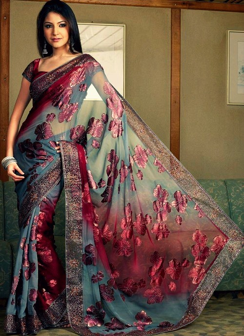 knitmeapony:  onedoesnotsimplybecomejuthika:  Anushka is so stunning.  Holy shit the colors in this are so gorgeous!