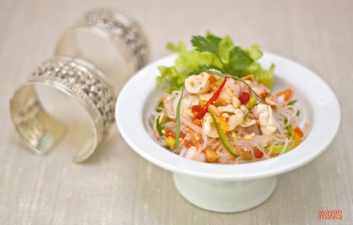 Seafood and Glass Noodle Salad This food you can find easy in many region in Asia, especially in Cambodia, Vietnam and Thailand. Very refreshing, tasty and healthy. Sometime it just become a dish by itself or served together with other dishes as a starter or can have it with rice and vegetables.