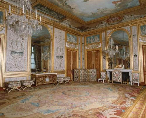 a-l-ancien-regime:  Marie-Antoinette's appartment in the castle of Fontainebleau: The Queen's Gambling room, part of her state rooms, furnished as it was in 1788