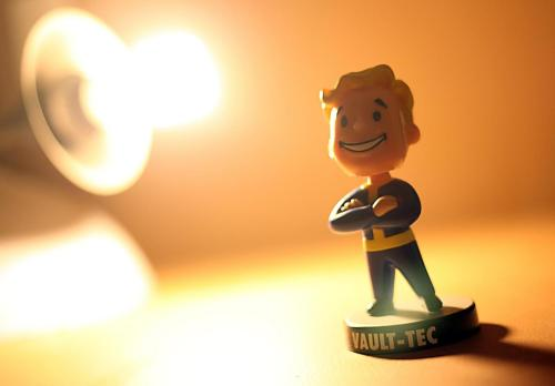 svalts:  Pip-Boy Bobblehead Picture by Asad Sheth  Gotta love anything that has to do with fallout 3!
