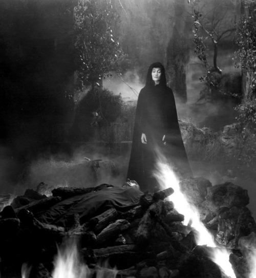 Gloria Holden in Dracula's Daughter (1935, dir. Lambert Hillyer) (via)