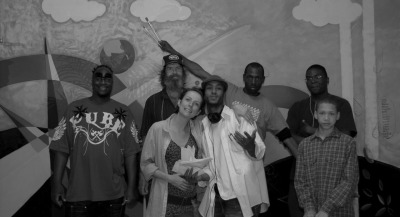 #mural @final Day We are finished! Here's part of the team. Soon will post the good picture. I was very busy today i didn't even take pictures with my phone. I got interviewed by two local news paper/magazines and I hope soon I can post at least one of the articles on line. <3  zada