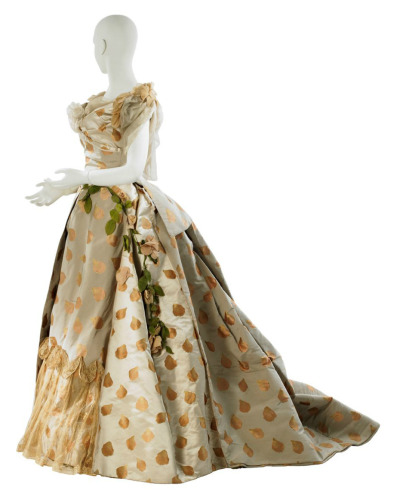 fripperiesandfobs:  Worth ball gown, 1888 From MCNY