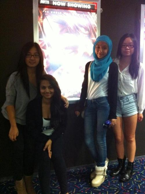 thursday night ; hunger games!  LOL i look so awkward..