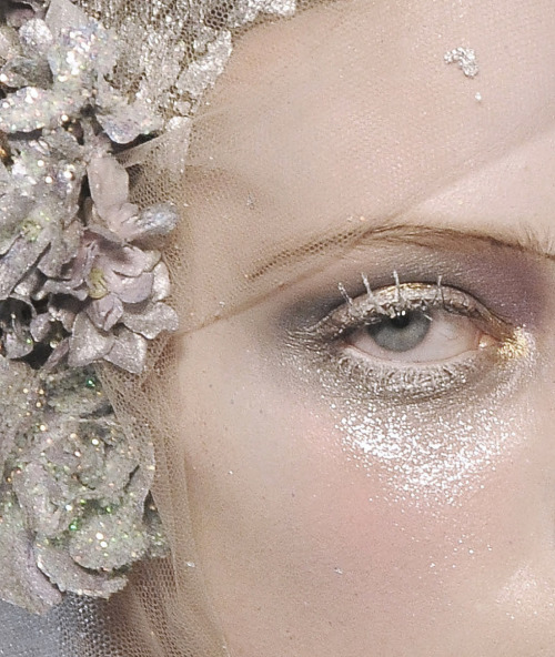 lavandula:  tanya dziahileva at john galliano autumn/winter 2009-2010