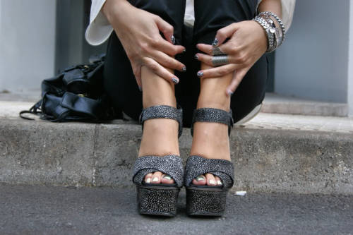 Love thos shoes and the nails!