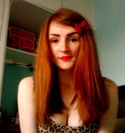 Straightened my hair this morning, haven't done that for ages. Took me aaaaaaaggges to blow dry it and do it. But once I've straightened it that is it I won't bother washing it for like a week haha because my hair doesn't go greasy  and I am lazy!! It looks extra ginger today too which is always a bonus :)