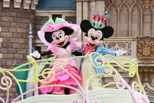 "thoroughly-modern-minnie:  100401 Tokyo Disneyland ""Disney's Easter Wonderland"" by ナギ (nagi)"