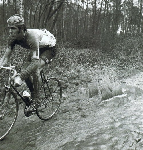 lepoursuivant:  *Splash*.  Classic shot of Roger De Vlaeminck, 1973 Paris-Roubaix.