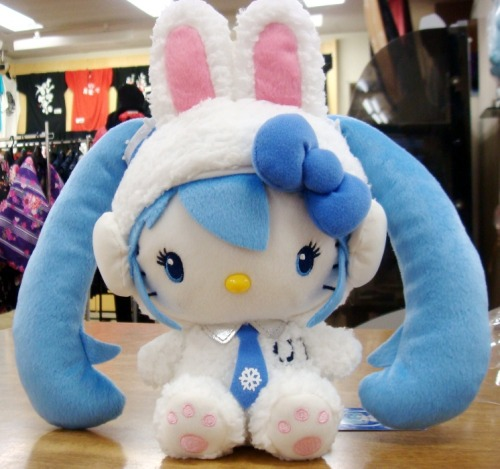 More HK x Snow Miku merch: http://www.animenewsnetwork.com/interest/2012-01-08/hello-kitty-hatsune-miku-team-up-for-snow-miku (*o*) I want all of it!