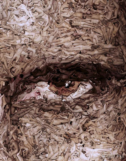bookspaperscissors: Spencer Tunick