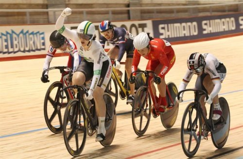 Anna Meares backed up from yesterday's disappointment of third place in the sprint to successfully defend her keirin crown bringing the capacity crowd to their feet as she launched a burst of speed in the final 200 metres to come from the back of the six rider field and claim the win.  (via Cycling Australia's Photo Gallery) Meares celebrates before she's even crossed the line!  Now that's class! Photos and report from day 4 on Cycling Australia
