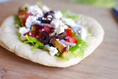 yummyinmytumbly:  Greek Chicken Pita with Cucumber & Dill Yogurt Dressing