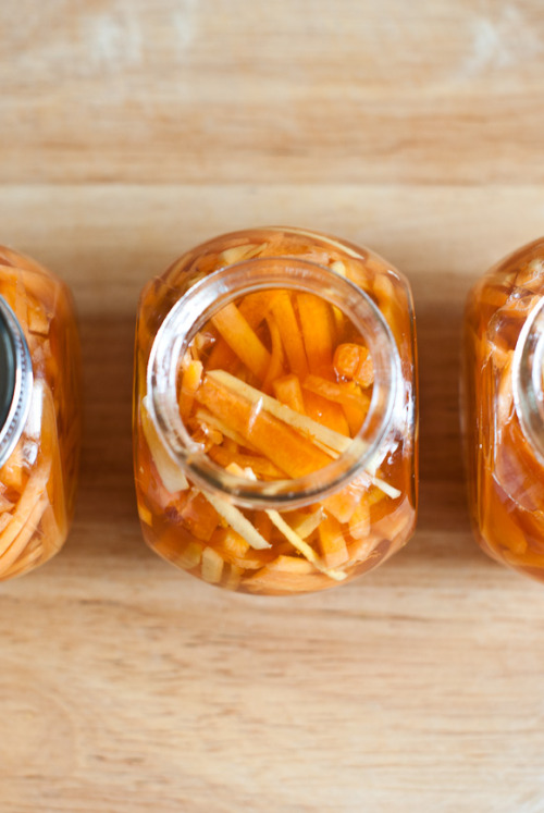 communitymarkets:  Lightly Pickled Carrots