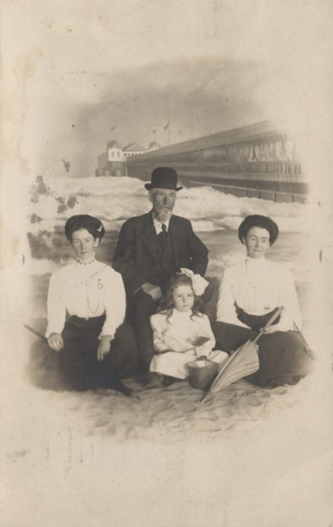 1910 arcade photograph of family at Long Beach