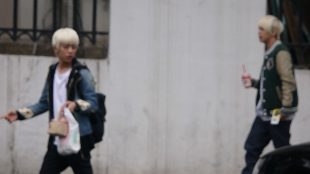 Daehyun on a date with his gf Youngjae? <3 Ahh they looks gorgeous in their daily clothes and hair! I miss them so much, please comeback soon babies <3