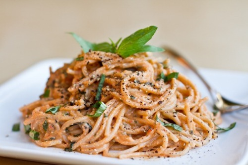 Easy Tomato Basil Cream Pasta