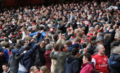 ivyarchive:  Arsenal fans troll Man City by doing their Poznan celebration at the Emirates! LOLOLOL