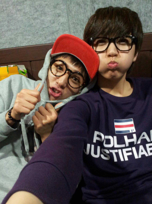 SANDEUL DAMIT THIS IS SO DAMN ADORABLE OH MY GOD OH MY GOD OH MY GOD LMAO UGH BARO YOU DERP :33 These two seem like such close bros *o*