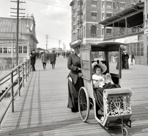 missfolly:   Altantic City Boardwalk Strollers (1906)