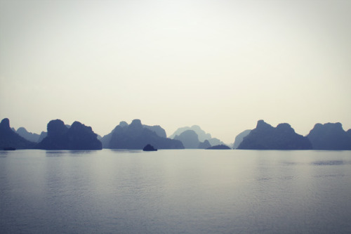 ohmyasian:  2445. Vietnam. Beautiful transparency.