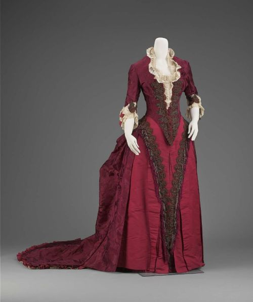 omgthatdress:  Reception Dress Charles Fredrick Worth, 1883 The Museum of Fine Arts, Boston