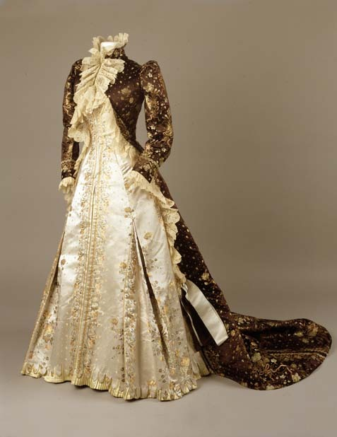 electrikfeather:  omgthatdress:  Tea Gown Charles Fredrick Worth, 1890-1895 The Royal Ontario Museum  I don't even like brown and I'm just in love with this.