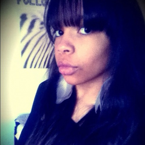 #me #african #girl #creol #lips #big #black #eyes #swag #bangs #long #hair #pose #earings #fashion #style #gothenburg #city #sweden #sweet #instamood #zebra #iphone #2012  (Publicado com o Instagram)