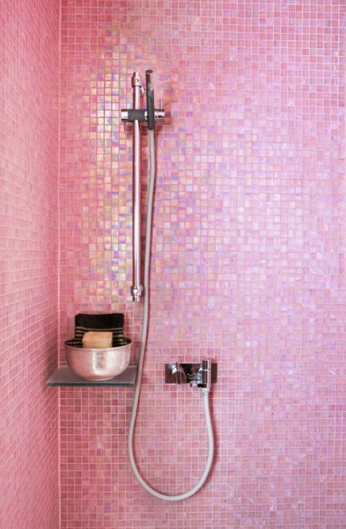 pink-and-only-pink:  Pink shower tiles!