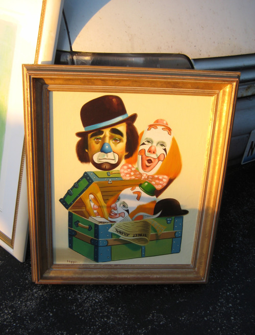 I saw quite a few clown paintings haunting the flea market this morning but nothing was more terrifying than this (and no I did not buy it!).
