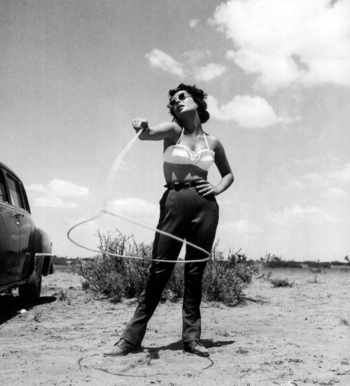 suicideblonde:  Elizabeth Taylor on the set of Giant in Marfa, Texas photographed by Frank Worth, 1955