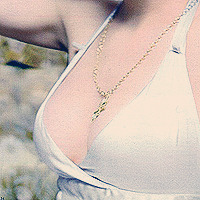 Scarlett Johansson rack appreciation post from a 33A.