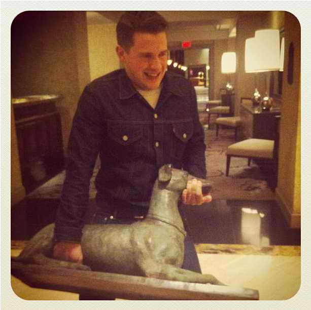 favouriteworstblog:  Jamie Cook steals a dog statue