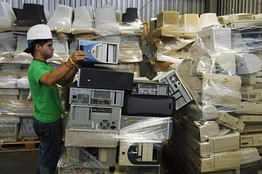 Industry Groups Battle Over E-Waste in Developing World