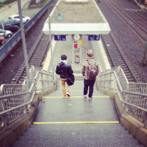 #brothers #stairs #train #waiting #germany  (Wurde mit instagram aufgenommen)