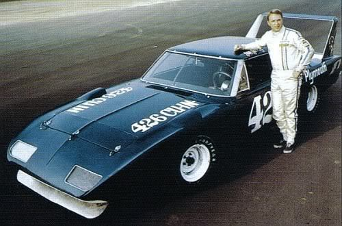 violentchef:  hellformotors:  Dan Gurney Plymouth Superbird  dominated 2 years, then banned